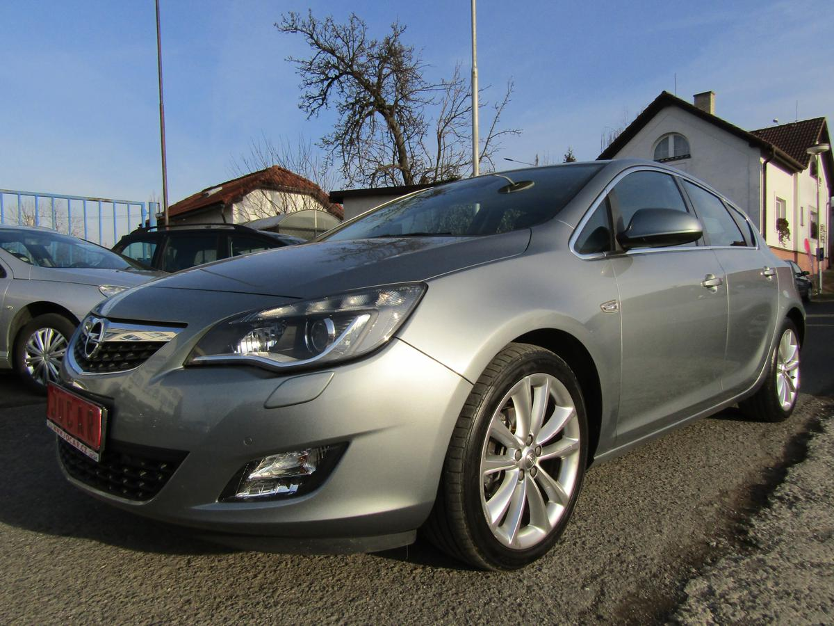 Opel Astra 1,4 TURBO COSMO SERVISKA TOP